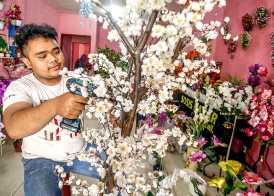 Nusabali.com - kerajinan-tanaman-hias-plastik