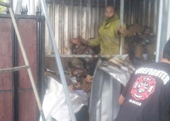 Nusabali.com - perbaiki-kanopi-ruko-di-pasar-dauh-pala-terbakar