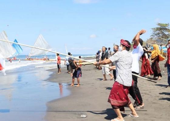 Nusabali.com - lomba-layar-di-air-kuning-wabup-kembang-sebut-sebagai-wujud-syukur-atas-hasil-laut