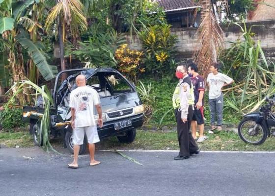 Nusabali.com - pick-up-yang-dinaiki-pasutri-kecelakaan-oc
