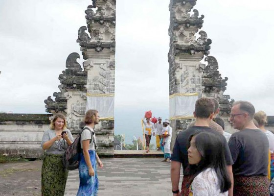 Nusabali.com - selama-pujawali-wisatawan-diiimbau-tak-ke-lempuyang