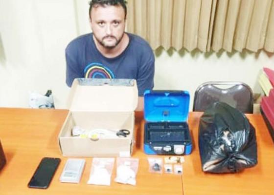 Nusabali.com - terima-paket-narkoba-wn-spanyol-diringkus