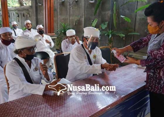 Nusabali.com - 27-pemangku-se-desa-subagan-doakan-massker