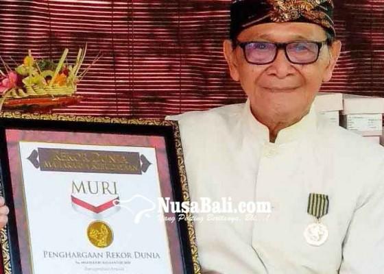 Nusabali.com - berkat-ketekunannya-menulis-4120-cakep-lontar-aksara-bali