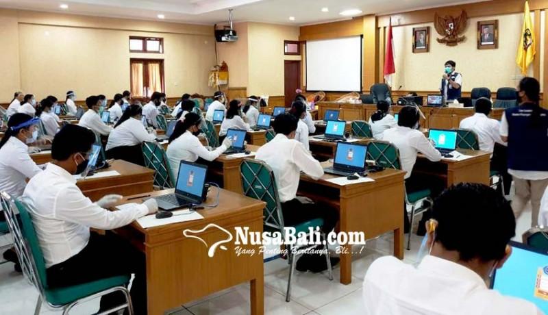 www.nusabali.com-rapid-test-reaktif-8-peserta-cpns-jalani-tes-skb-di-ruang-khusus