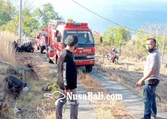 Nusabali.com - bukit-jemeluk-terbakar