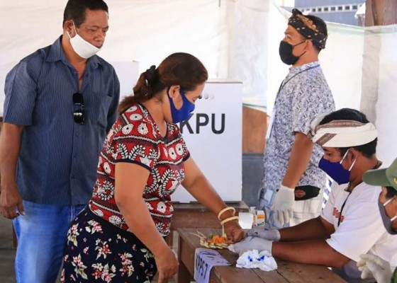 Nusabali.com - pelantikan-22-perbekel-digelar-di-toss-center