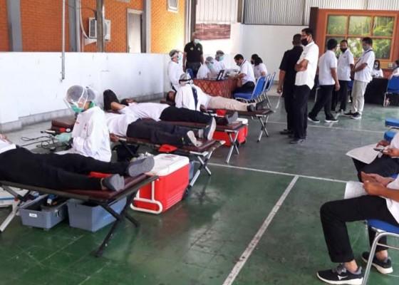 Nusabali.com - tvri-bali-gelar-donor-darah-di-tengah-pandemi