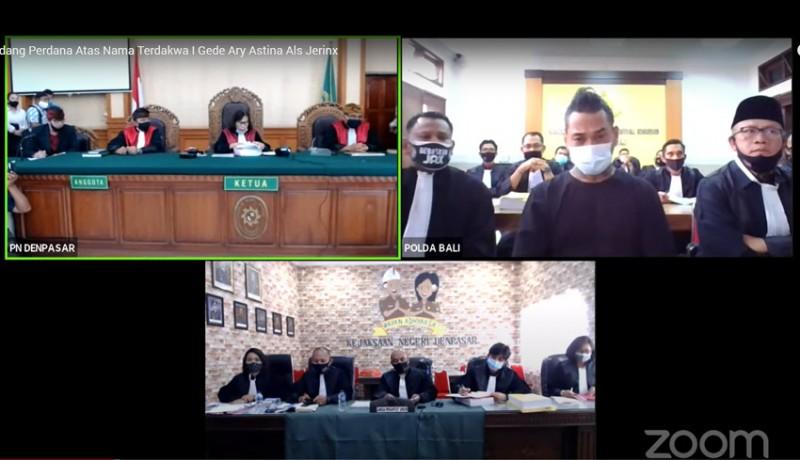 www.nusabali.com-jerinx-ngambul-dari-persidangan-kuasa-hukum-tak-bisa-mendengar-suara-majelis-hakim