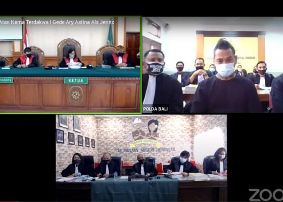 Nusabali.com - jerinx-ngambul-dari-persidangan-kuasa-hukum-tak-bisa-mendengar-suara-majelis-hakim