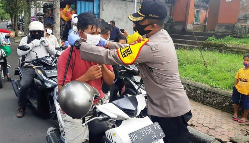 www.nusabali.com-kapolres-bangli-bagikan-3000-masker