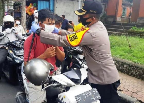 Nusabali.com - kapolres-bangli-bagikan-3000-masker