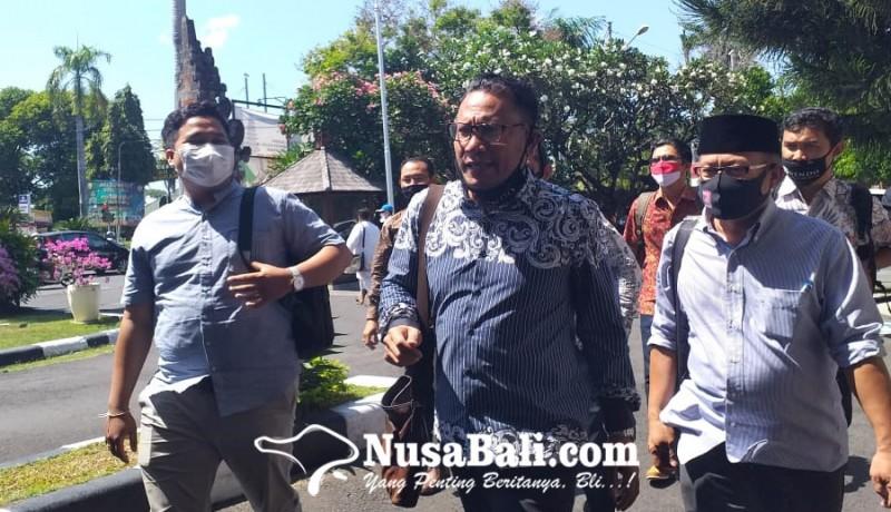 www.nusabali.com-pengacara-jerinx-datangi-pn-denpasar-minta-majelis-hakim-diganti