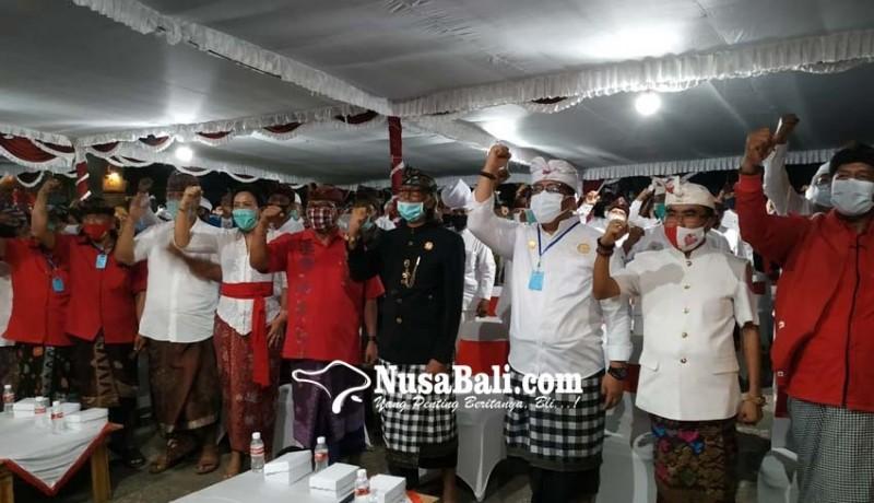 www.nusabali.com-jaya-wira-mendapat-pin-kehormatan-dari-raja-tabanan