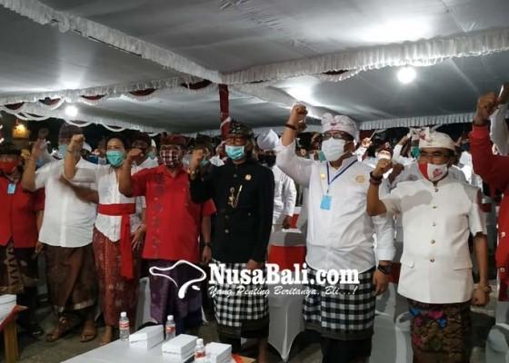 Nusabali.com - jaya-wira-mendapat-pin-kehormatan-dari-raja-tabanan