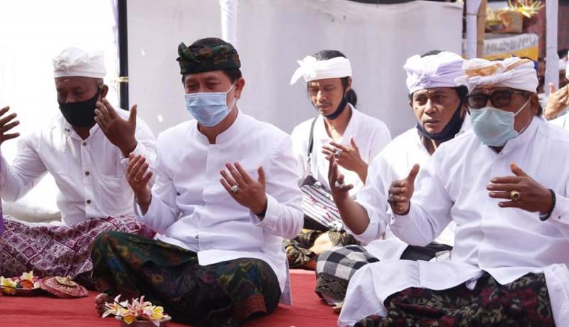 www.nusabali.com-hadiri-karya-melaspas-bupati-suwirta-harap-masyarakat-jaga-prokes-covid-19