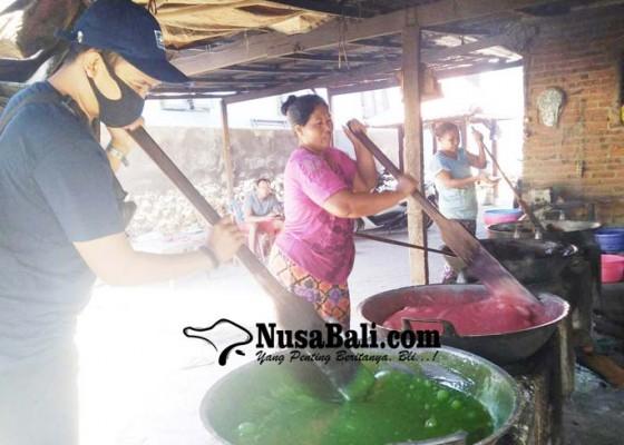 Nusabali.com - pandemi-permintaan-dodol-penglatan-menurun