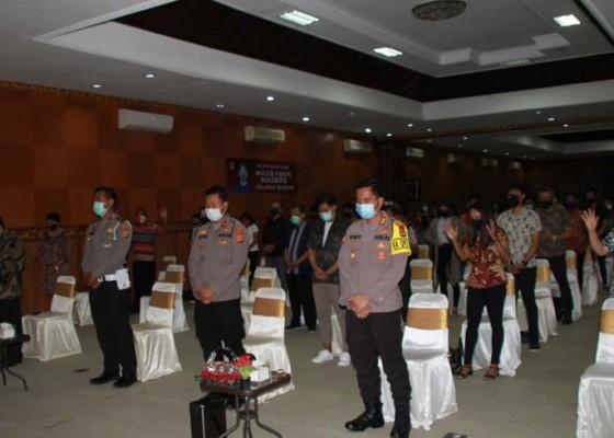 Nusabali.com - atensi-pilkada-2020-dan-covid-19-kapolres-badung-safari-di-hadapan-umat-kristiani