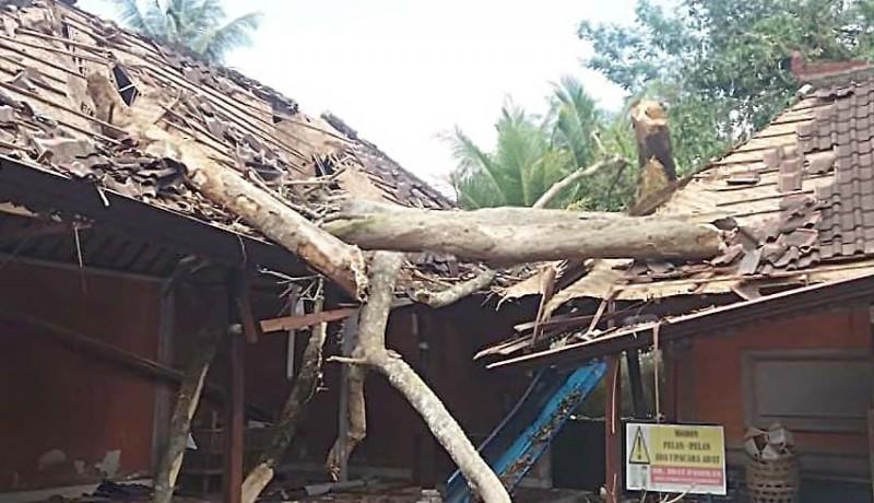www.nusabali.com-bangunan-pura-penataran-tertimpa-pule