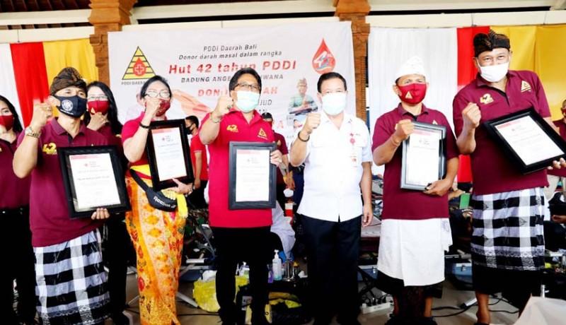 www.nusabali.com-bupati-giri-prasta-apresiasi-donor-darah-serangkaian-hut-ke-42-pddi-provinsi-bali