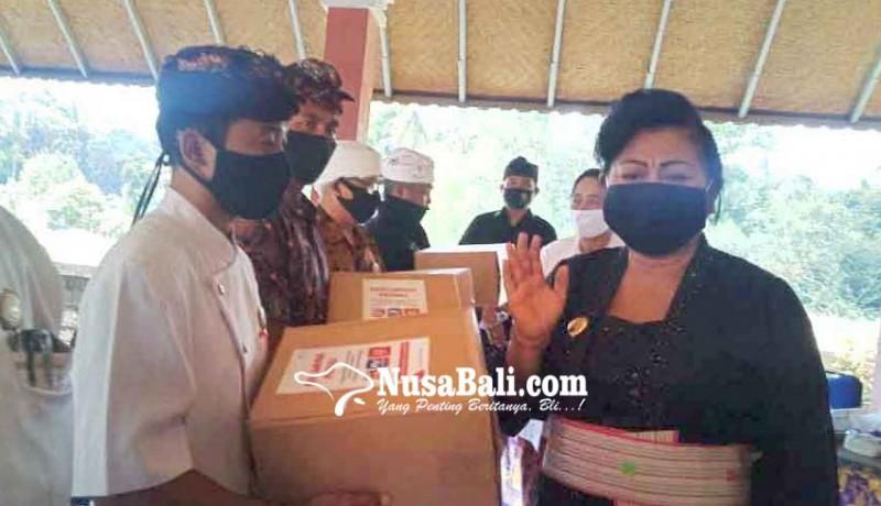 www.nusabali.com-phdi-karangasem-lantik-pengurus-di-23-desa