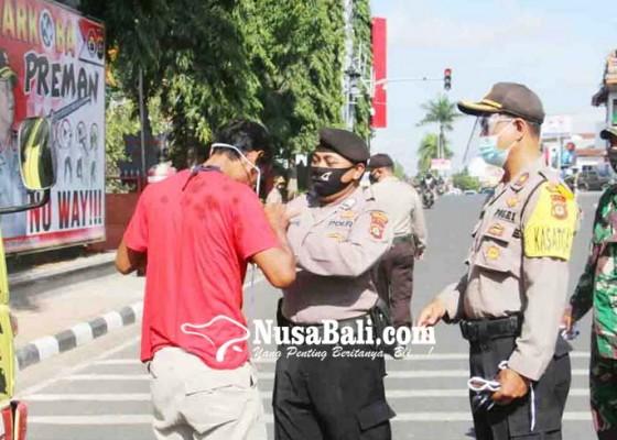 Nusabali.com - pelanggar-dapat-teguran-dan-masker-gratis