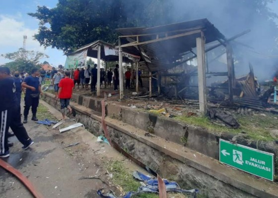 Nusabali.com - sehari-dua-warung-terbakar-di-gianyar
