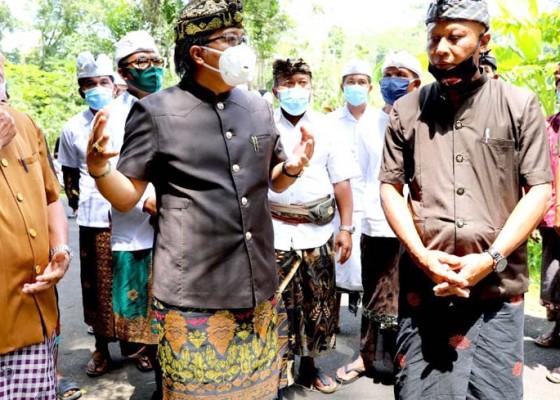Nusabali.com - bupati-serah-terima-pembangunan-pura-dalem-kahyangan-dan-jalan-wisata