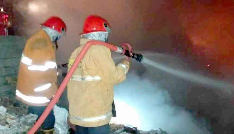 www.nusabali.com-tpa-desa-bungaya-terbakar