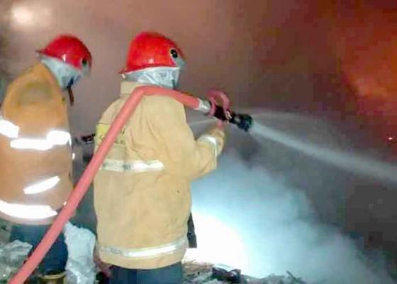 Nusabali.com - tpa-desa-bungaya-terbakar
