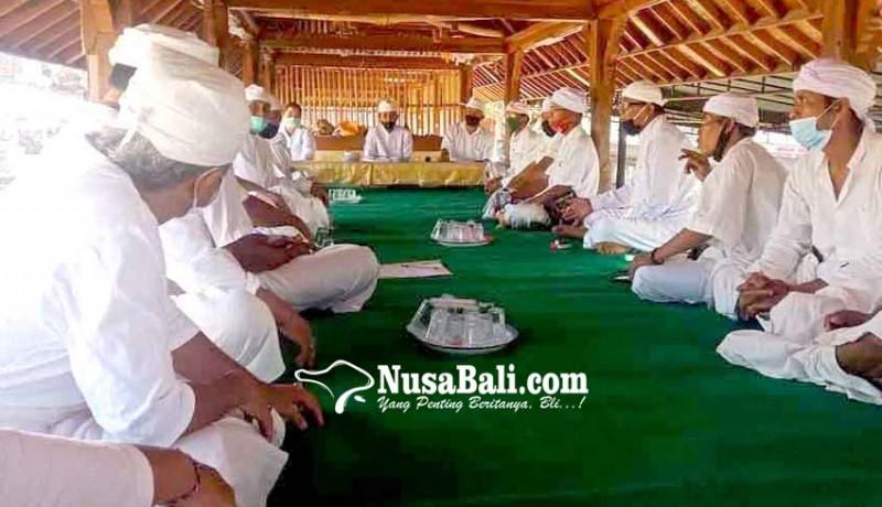 www.nusabali.com-pamangku-se-desa-seraya-parum-bagi-tugas-karya-usaba-kaja