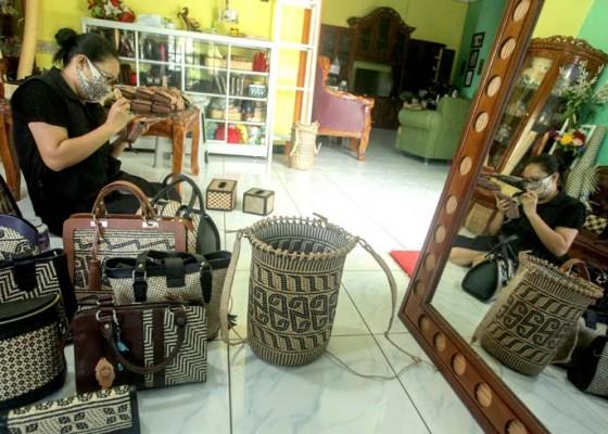 Nusabali.com - perajin-rotan-kembali-berproduksi