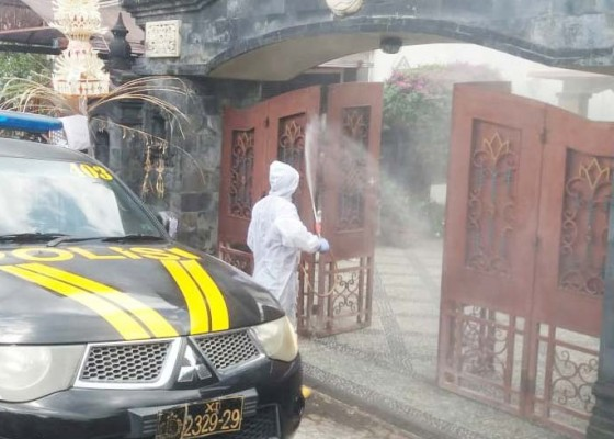 Nusabali.com - cegah-covid-19-rumah-bupati-buleleng-disemprot-disinfektan