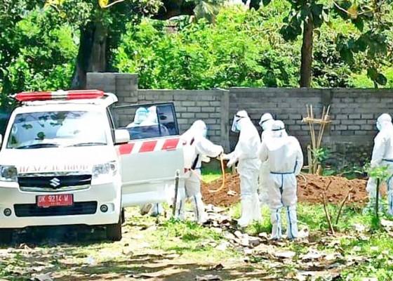 Nusabali.com - pasien-probabel-meninggal-dikubur-sesuai-prokes-covid-19