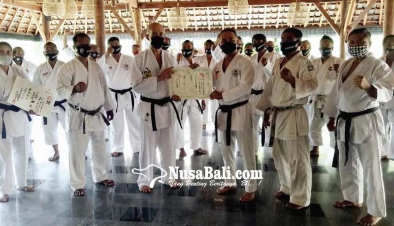 www.nusabali.com-ib-negarayana-terima-gelar-renshi