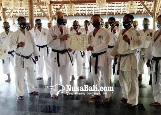 Nusabali.com - ib-negarayana-terima-gelar-renshi