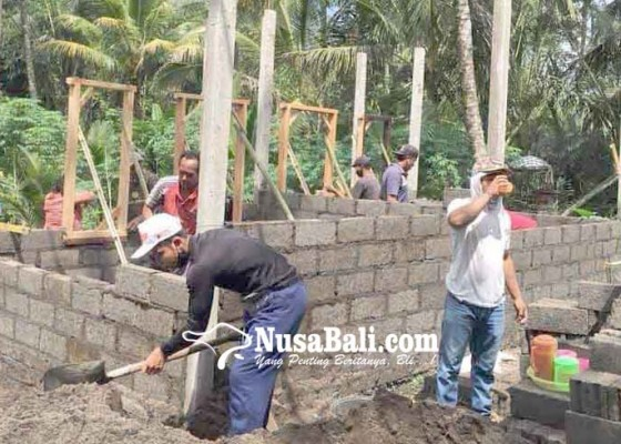 Nusabali.com - warga-kurang-mampu-di-desa-muncan-dapat-bedah-rumah