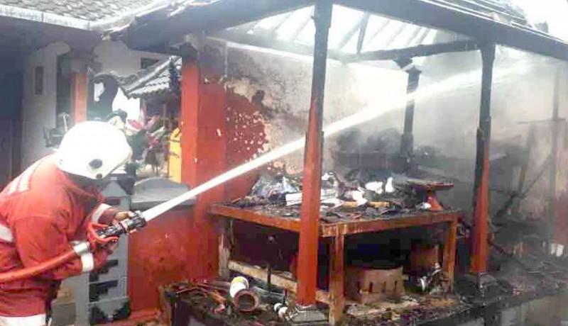 www.nusabali.com-piasan-pura-dadia-terbakar