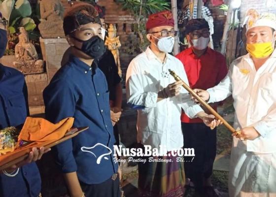 Nusabali.com - deklarasi-dukung-jaya-wibawa-amd-serahkan-tongkat-pusaka