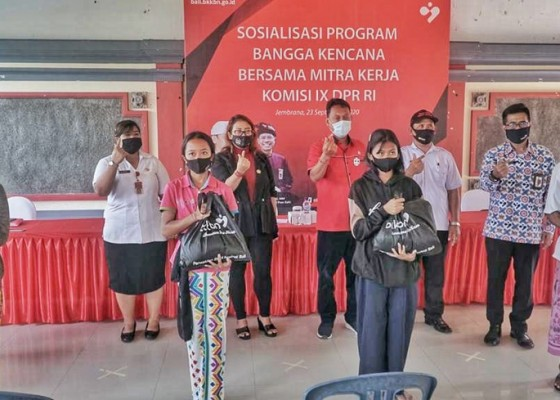 Nusabali.com - komisi-ix-dpr-ri-bersama-bkkbn-sosialisasikan-program-2125-keren