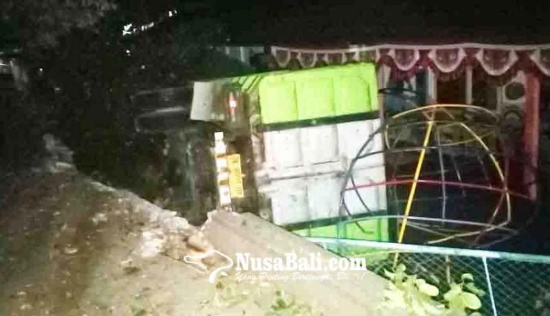 www.nusabali.com-truk-seruduk-tk-bhayangkari-buleleng