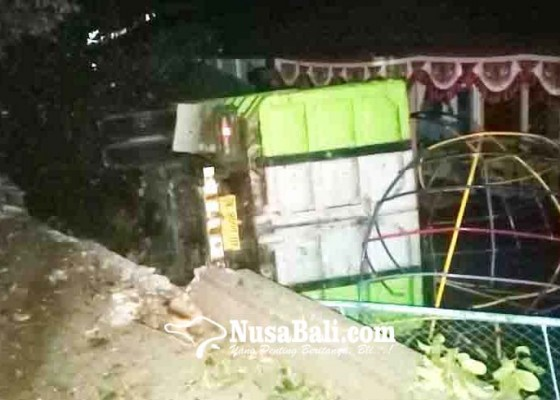 Nusabali.com - truk-seruduk-tk-bhayangkari-buleleng