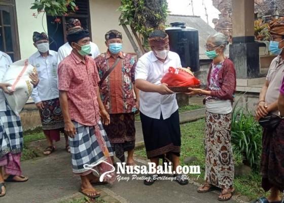 Nusabali.com - jelang-kuningan-bagian-umum-serahkan-rsi-bojana-untuk-40-pemangku-di-ubud