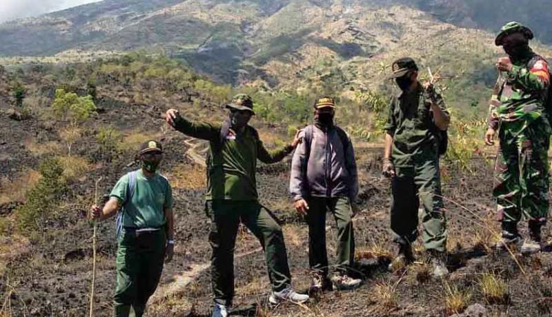 www.nusabali.com-hutan-di-lereng-timur-gunung-agung-terbakar