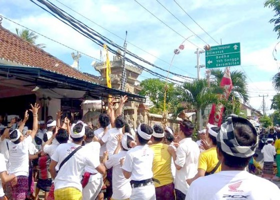 Nusabali.com - pandemi-tradisi-mesuryak-hanya-dalam-keluarga