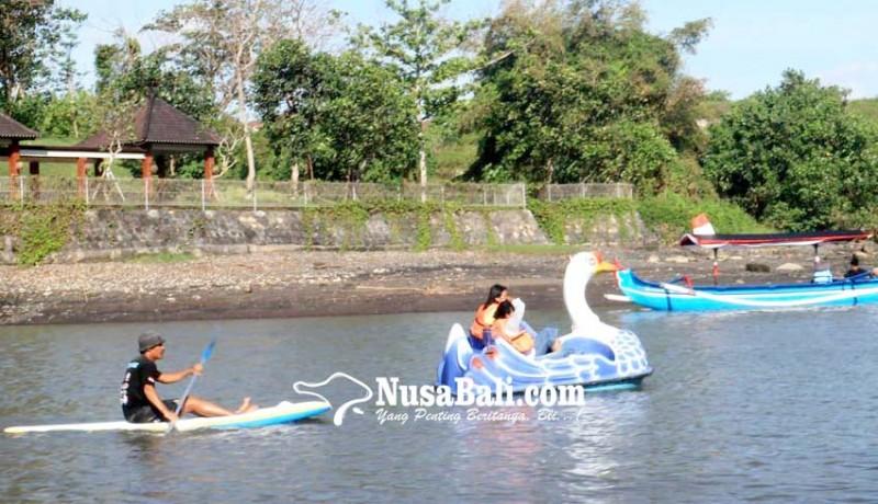 www.nusabali.com-umanis-kuningan-pantai-yeh-gangga-diserbu-pengunjung