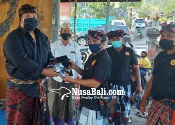 Nusabali.com - gmt-bantu-72-stel-pakaian-pecalang-se-desa-adat-seraya