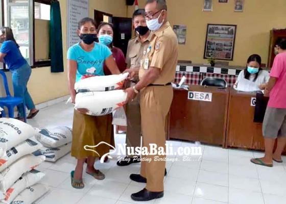 Nusabali.com - warga-subagan-terima-beras-30-kg