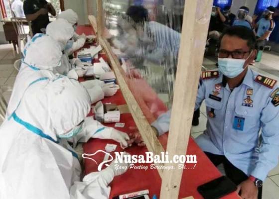 Nusabali.com - petugas-dan-warga-binaan-rutan-gianyar-dirapid-test