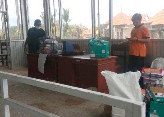 Nusabali.com - stadion-dipta-direnovasi-bpbd-kemas-kemas-barang